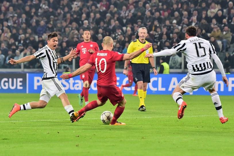 Tak Robben strzelił gola na 2-1 /AFP