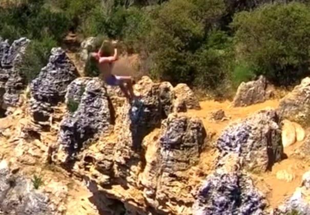 Tak skaczą w z klifów w Australii /