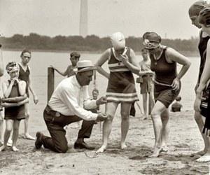 Tak szokowano na plaży przed stu laty
