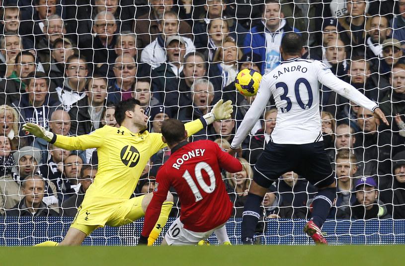 Tak Wayne Rooney po raz pierwszy pokonał Hugo Llorisa /AFP