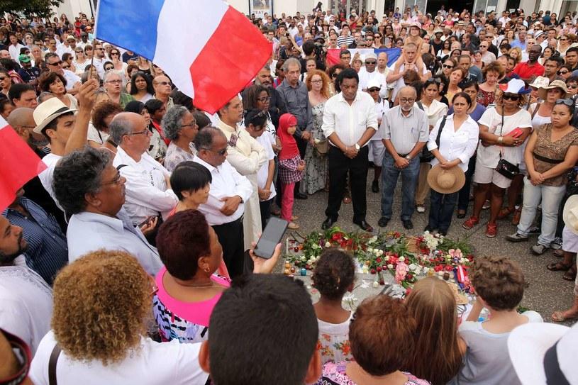 Tak we Francji oddawano hołd ofiarom zamachów w Paryżu /AFP
