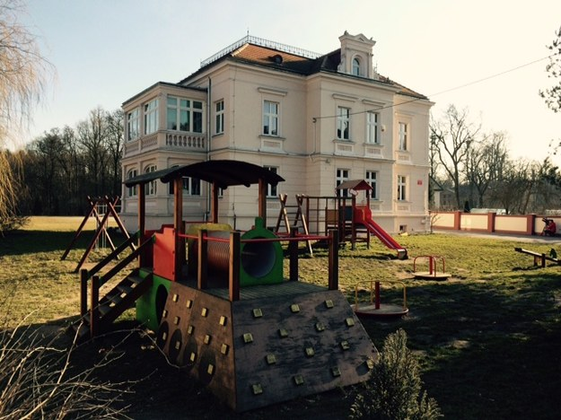 Tak wygląda budynek Szkoły Podstawowej w Szczodrem na Dolnym Śląsku /Bartłomiej Paulus /RMF FM