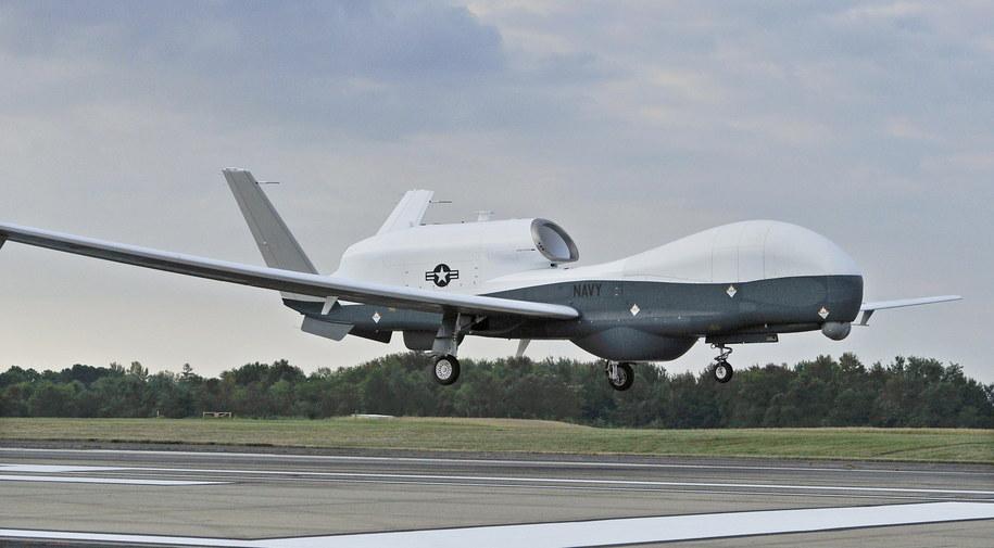 Tak wygląda dron, który mieli zestrzelić Irańczycy /KELLY SCHINDLER / DIVIDS / HANDO /PAP/EPA