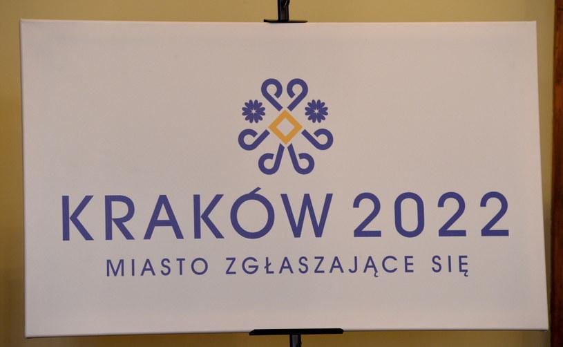Tak wygląda logotyp Krakowa, jako miasta zgłaszającego się do organizacji ZIO w 2022 /fot. Jacek Bednarczyk /PAP