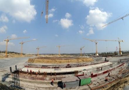 Tak wygląda obecnie teren budowy stadionu w Lwowie. /AFP