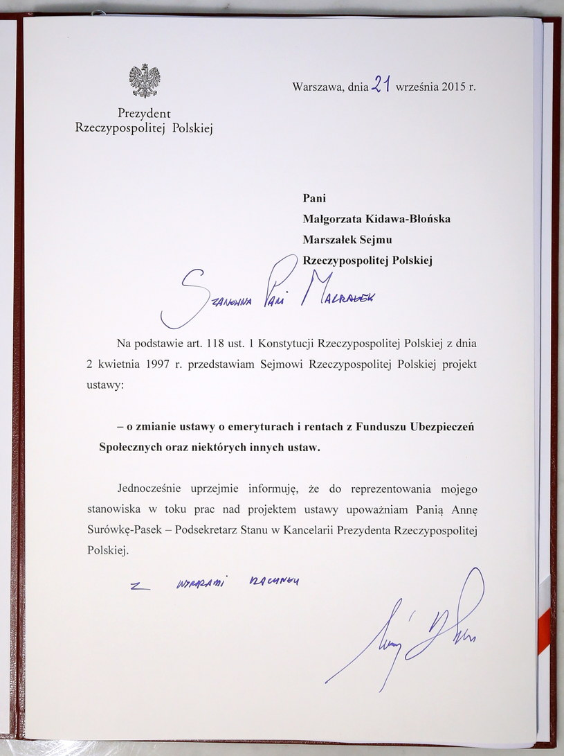 Tak wygląda projekt ustawy podpisany przez prezydenta /Paweł Supernak /PAP