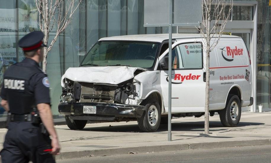 Tak wygląda samochód, którym kierowca wjechał w pieszych /WARREN TODA /PAP/EPA