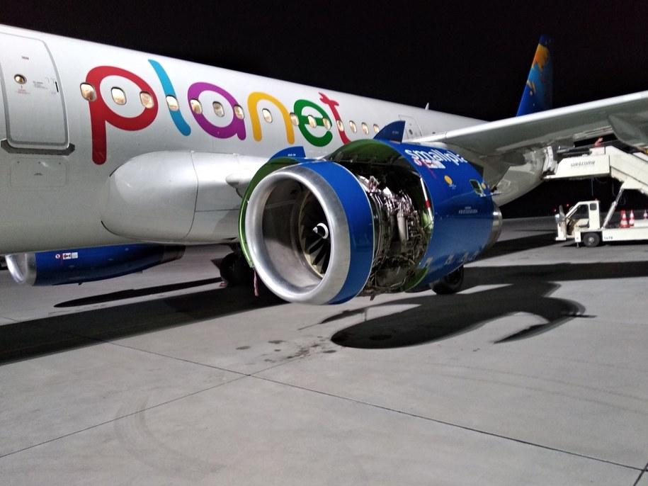 Tak wygląda samolot, którym w piątek turyści mieli lecieć do Burgas /Turyści czekający na lot w Burgas /Gorąca Linia RMF FM