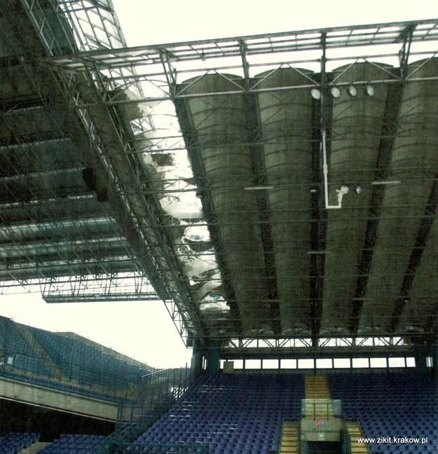Tak wygląda uszkodzony dach stadionu Wisły Kraków /www.zikit.krakow.pl / /Internet