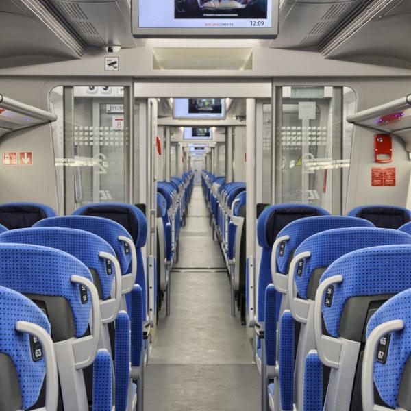 Tak wygląda wnętrze pociągu Pesa Dart, jednego z rodzajów EZT /PKP Intercity /Archiwum