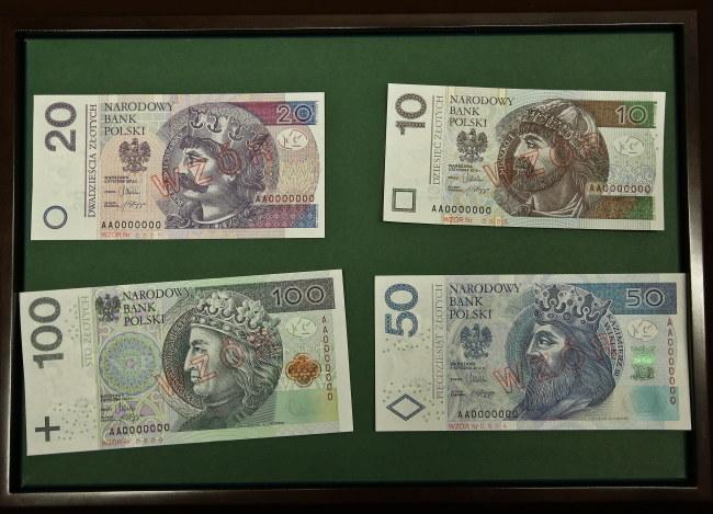 Tak wyglądają nowe banknoty. /Rafał Guz /PAP