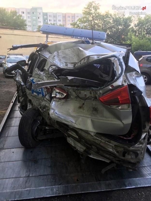 Tak wyglądał radiowóz po zderzeniu z cysterną /KWP Katowice /Policja