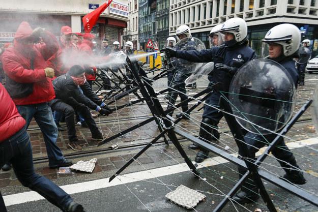 Tak wyglądał zeszłoroczny strajk w Brukseli fot. Thierry Roge /AFP