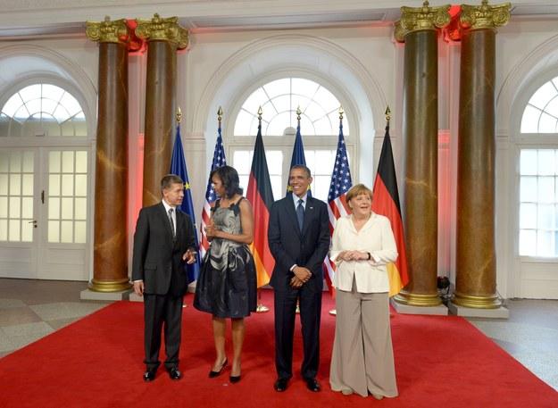 Tak wyglądała Angela Merkel na spotkaniu z Barackiem Obamą i jego żoną /Rainer Jensen /PAP/EPA