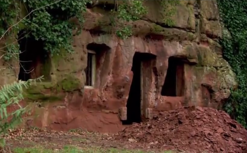 Tak wyglądała mieszkalna jaskinia, gdy zakupił ją Angelo /materiały prasowe
