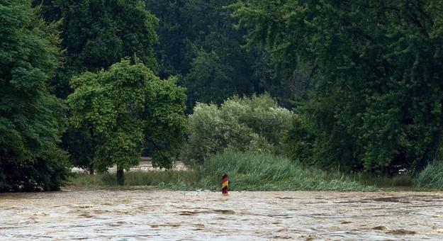 Tak wyglądała powódź w 2010 roku: wylała Nysa na polsko-niemieckiej granicy /AFP