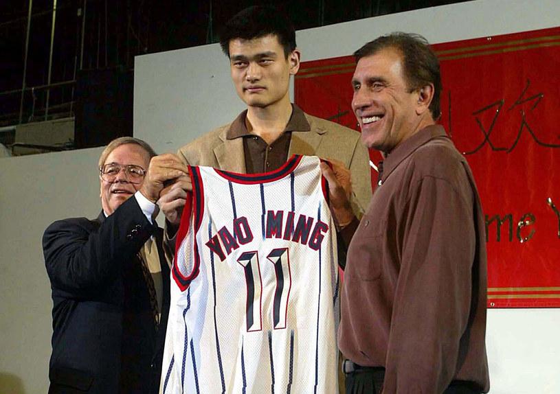Tak wyglądały początki Yao Minga w Houston Rockets /AFP