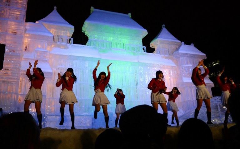 Tak wyglądały występy artystyczne podczas zeszłorocznego Festiwalu Śniegu w Sapporo /AFP