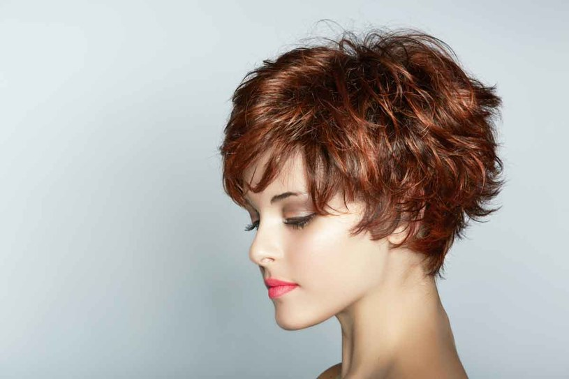 Taka fryzura wymaga dobrego cięcia /123RF/PICSEL