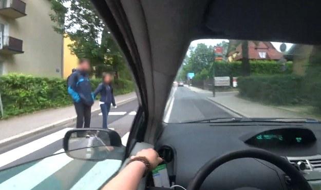 Taka jazda to stworzenie zagrożenia w ruchu drogowym /