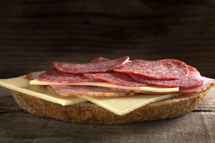 Taka kanapka mocno obciąży twój żołądek /123RF/PICSEL