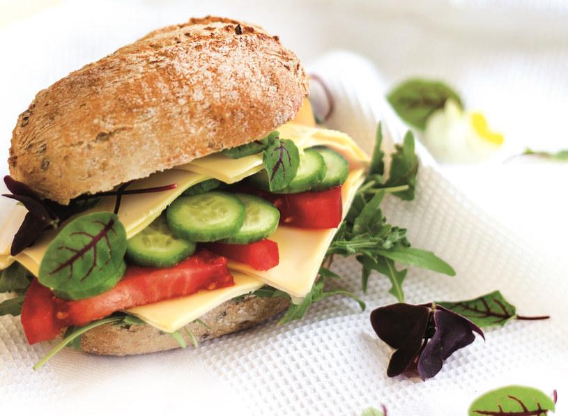Taką kanapkę można zabrać do pracy na drugie śniadanie /materiały prasowe