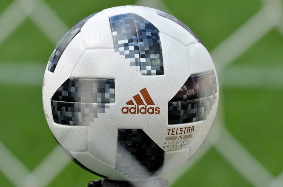 Taką piłką będą grali piłkarze podczas MŚ 2018 /PETER POWELL   /PAP/EPA