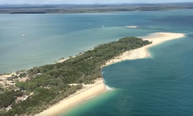 Taka struktura powstała na australijskiej plaży /YouTube