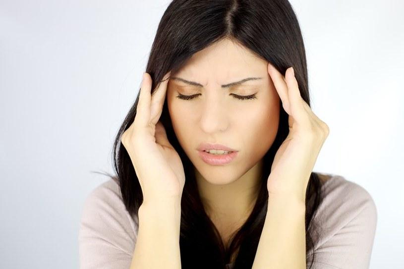 Taka zmiana ciśnienia wywołuje ból głowy /123RF/PICSEL