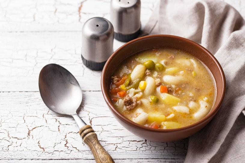 Taka zupa sprawdzi się jako jednodaniowy obiad /123RF/PICSEL