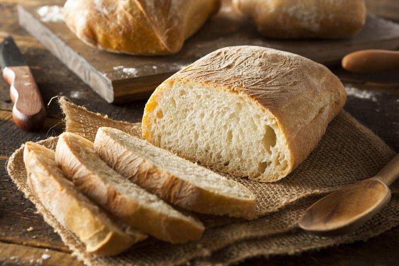 Taki chleb można jeść nawet z samym masłem, będzie smakował wspaniale! /123RF/PICSEL