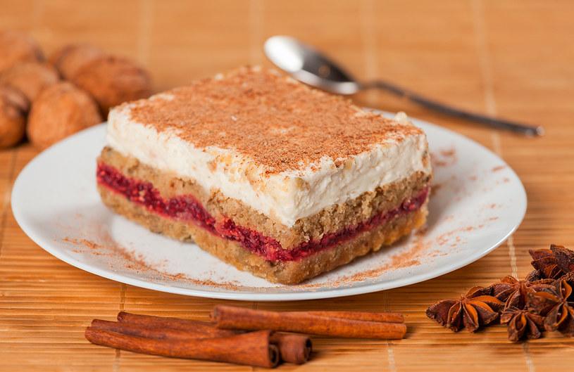 Taki deser przestaje być tylko przyjemnością. Staje się pełnowartościowym posiłkiem /INTERIA.PL