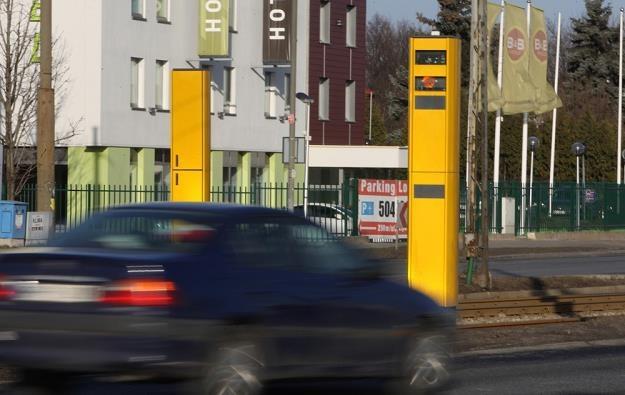 Taki fotoradar rejestruje również przejazd na czerwonym świetle / Fot: Stanisław Kowalczuk /East News