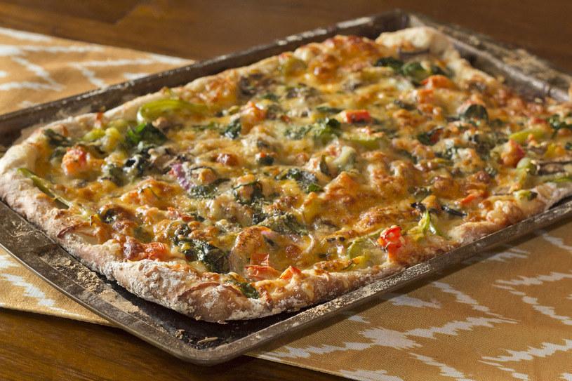 Taki placek może śmiało konkurować z pizzą /123RF/PICSEL