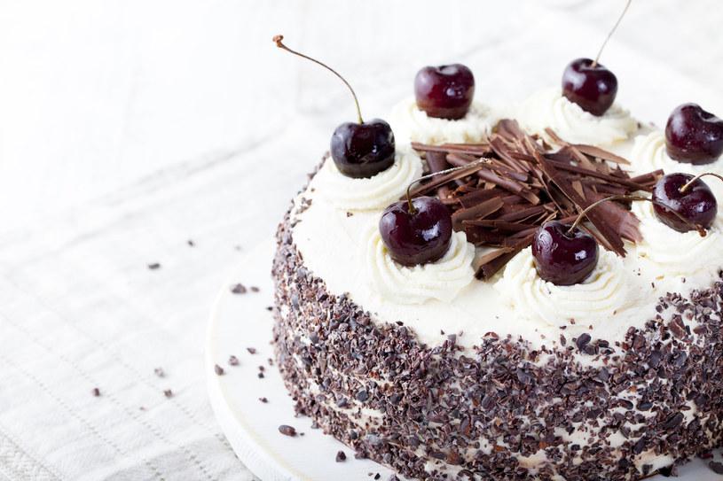 Taki tort to król każdego przyjęcia /©123RF/PICSEL
