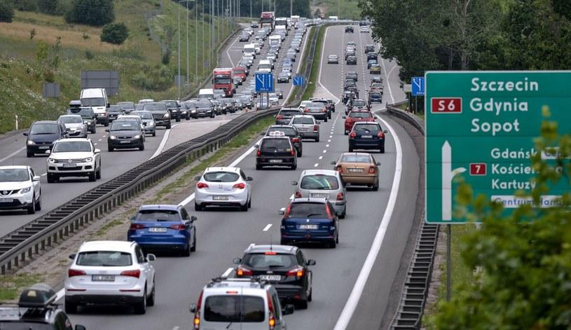 Taki widok w drodze na wybrzeże to - niestety - norma /Przemek Swiderski/East News /Agencja SE/East News