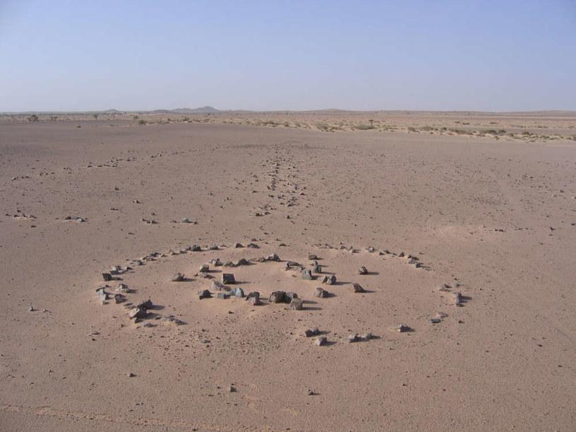 Takich monumentów na Saharze jest całkiem sporo /materiały prasowe