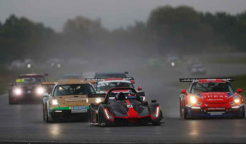 Takie auta startują w wyścigach... /Grzegorz Kozera /