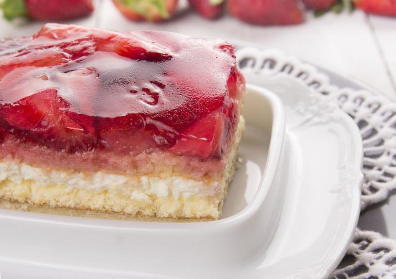 Takie ciasto będzie idealne na upalne dni /123RF/PICSEL