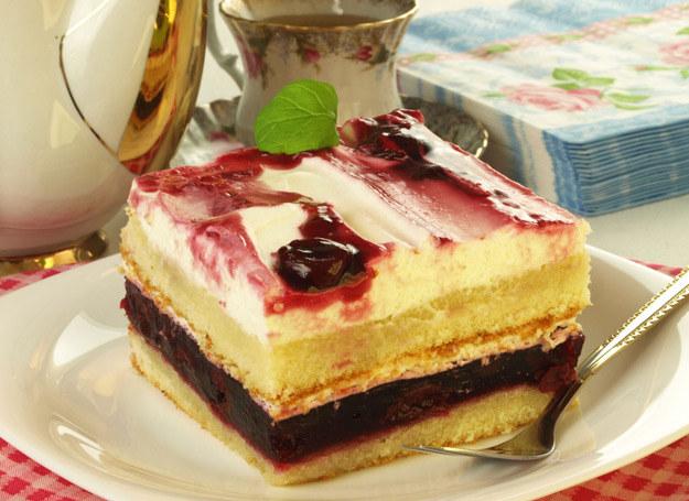 Takie ciasto z kawą smakuje najlepiej. /123RF/PICSEL