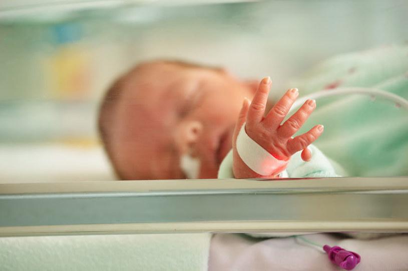 Takie dziecko wymaga specjalistycznej opieki /123RF/PICSEL