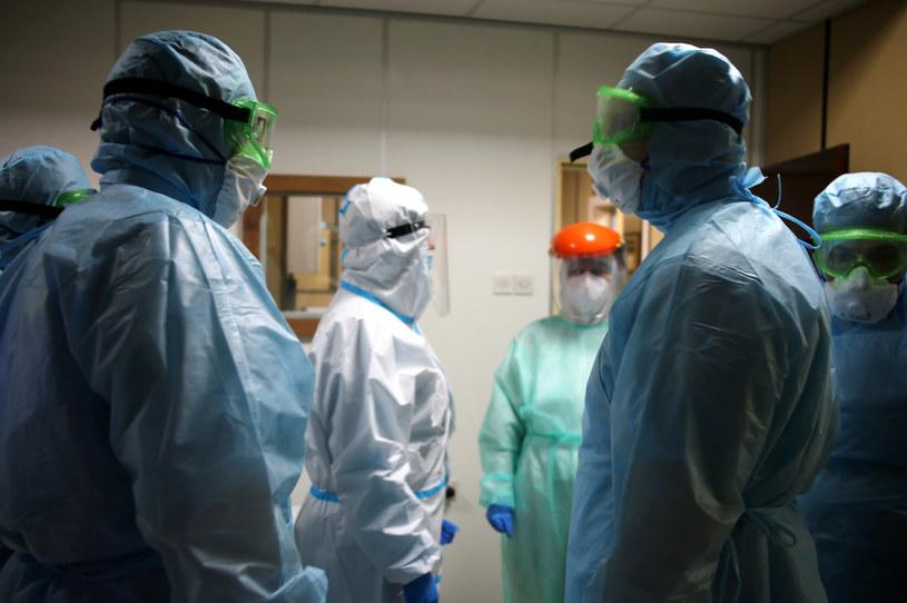 Takie osoby muszą być szczególnie ostrożne, by nie zarazić się chorobą zakaźną /Vadim Savitsky\TASS via Getty Images /Getty Images