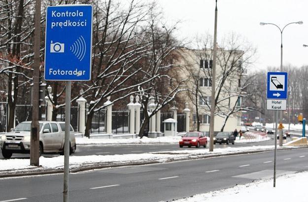 Takie tablice zaczęły pełnić swoją rolę. Kierowcy zwalniają / Fot: Stanisław Kowalczuk /East News