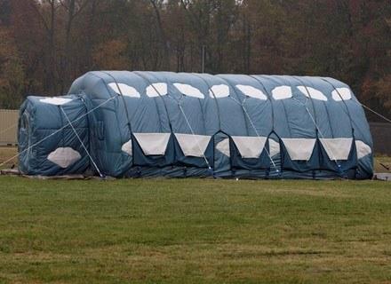 Takie wieloosobowe namioty mają już niedługo testować naukowcy z bazy McMurdo /AFP
