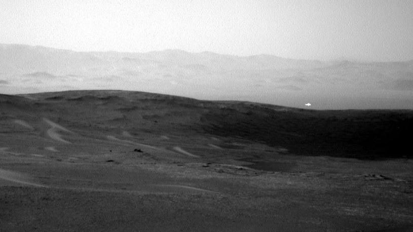 Takie zdjęcie uchwyciła sonda Curiosity. Czym jest tajemniczy obiekt? /NASA