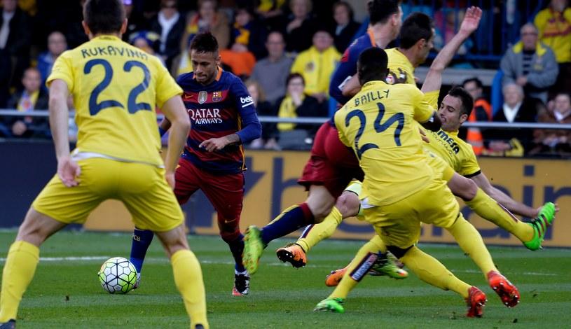 Takiego obrotu sytuacji w meczu z Villareal zawodnicy Barcelony się nie spodziewali /AFP