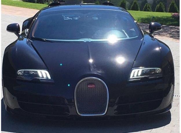 Takim zdjęciem Bugatti Veyrona pochwalił się Ronaldo na Twitterze / Fot. Twitter /