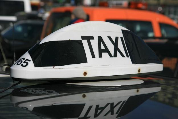 Taksówką... szybciej i taniej / Fot: Jacek Waszkiewicz /Reporter