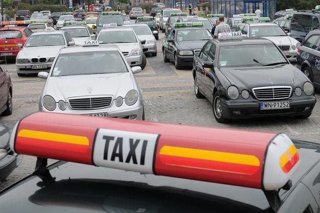 Taksówkarze chcą sparaliżowac miasta. Wątpliwy sposób na społeczne poparcie / Fot: Adam Stępień /Reporter