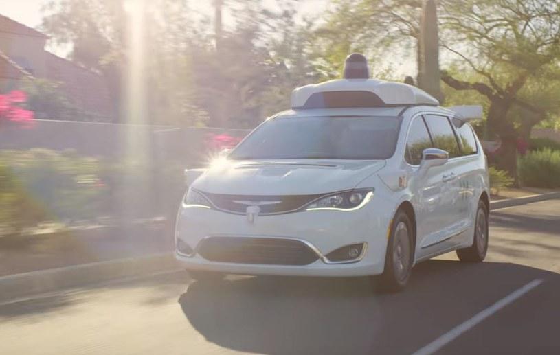 Taksówki Waymo zostały stworzone przy współpracy z Chryslerem /YouTube /Internet